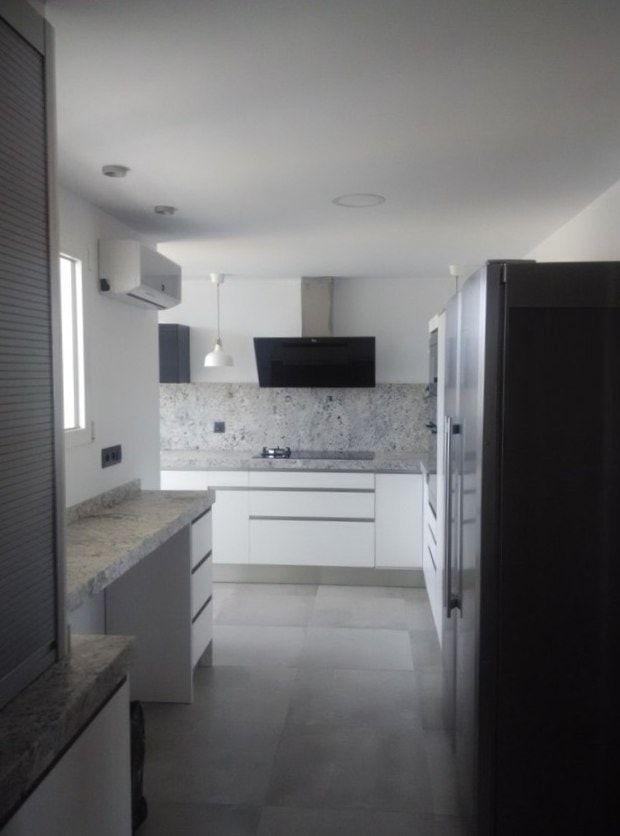 cocina-blanca-con-granito-gris-cce15-min