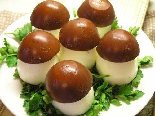 Ингредиенты:вареные яйцабаночка печени трески (можно и шпроты использовать запросто, но с печенью нежнее получается)майонеза чуть-чуть, где-то 1ч.л.зелень для украшенияПриготовление:Итак, берем…