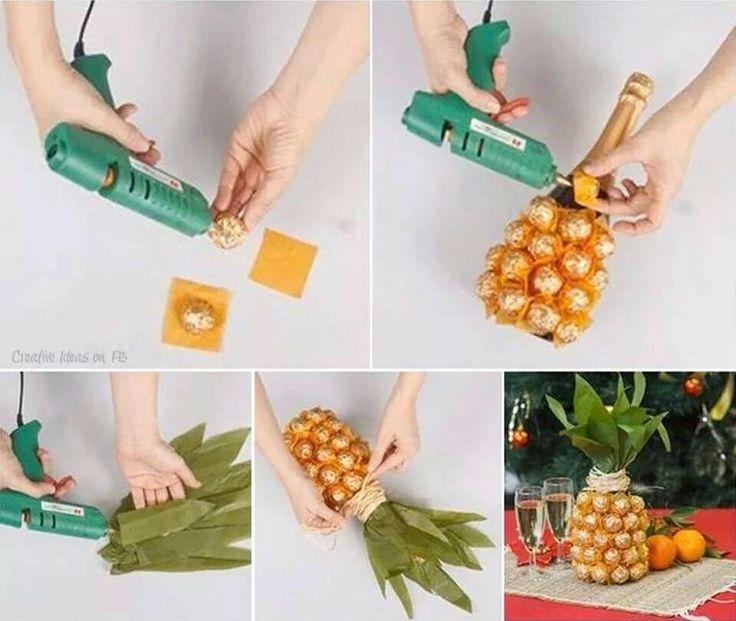 Eine Sektflasche verkleidet als Ananas mit Rocher´s (glaube ich zumind ^^°)