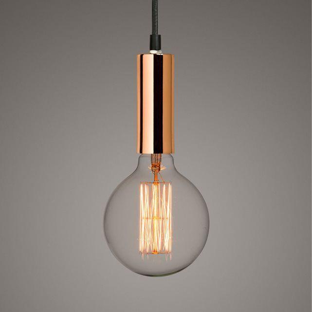 Suspension finition cuivre : un style aérien et léger. Associer une ampoule à filament décoratif confère à cette suspension une allure très actuelle.Caractéristiques :- Douille E27, pour une ampoule fluocompacte 17 watts (non fournie)- Câble électrique textile, longueur 1.20 m- Compatible avec des ampoules de classe énergétique A.- Dimensions : diamètre 4.3 x hauteur 12 cm