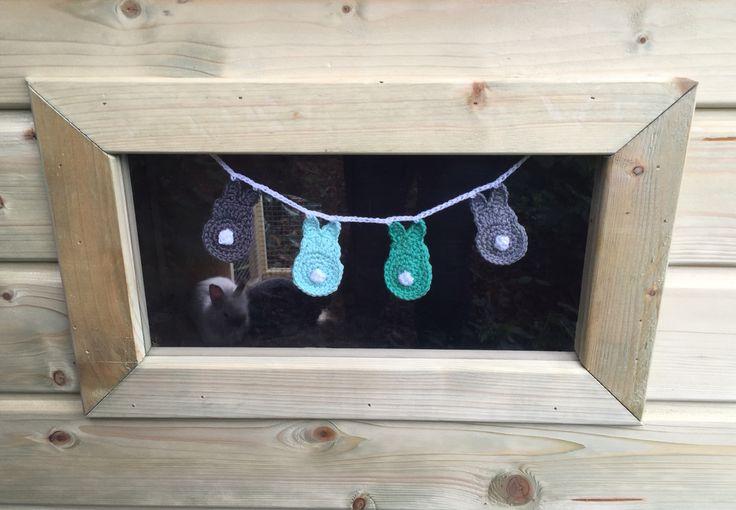 Slingertje gehaakt voor onze baby bunnies...!
