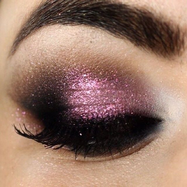 Burgundy glitter #eyes #eye #makeup #eyeshadow #glitter #dramatic #smokey