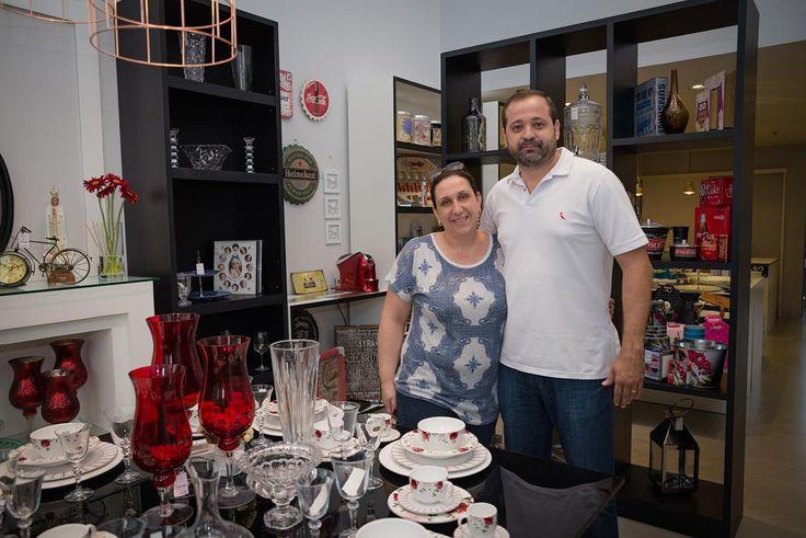 Conheça a 'Amor em Pacotes', uma completa loja de presentes e decoração -   No Boulevard Cidade está a mais completa loja no segmento depresentes e decoração, a 'Amor em Pacotes'. Em funcionamento desde o dia 10 de dezembro, a loja encanta pela variedade de produtos.  Com lembranças que custam a partir de R$ 29,90, o espaço caiu no gosto de quem procura presentear - http://acontecebotucatu.com.br/cidade/conheca-amor-em-pacotes-uma-completa-loja-de-presen