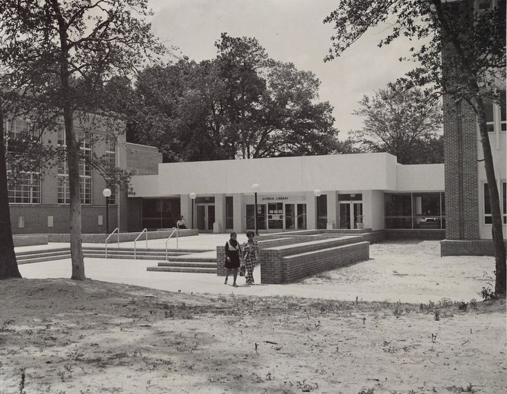 An entrance to Joyner Library after the 1974 addition of the West Wing.
