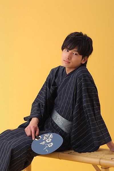 YUKATA summer kimono of JAPAN http://www.rakuten.ne.jp/gold/kimonomachi/yukata/mens-yukata/images2012/02-1.jpg