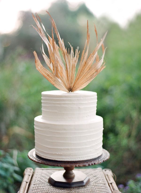 Super-stylish wedding cake.: Bolo De Casamento, Wedding Belle, Simple Cakes, Cakes Toppers, Wedding Blog, White Cakes, Beautiful Cakes, White Wedding Cakes, Simple Wedding