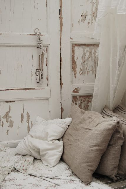 Love the use of chippy wood, sheer drapes and linen mix