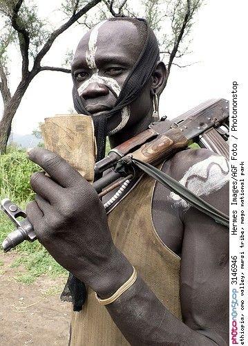 ethiopia, omo valley, mursi tribe, mago national park -- Afrique Afrique De L'est Arme Arme à Feu Ethiopie Extérieur Homme Jour Loisirs Masculin Mursi Omo Personnage Phénomène Naturel Portrait Région Des Nations, Nationalités Et Peuples Du Sud Voyage