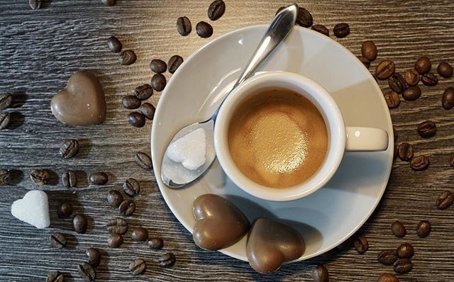 Con un cafetito enamorado comenzamos el mes de San Valentín... nosotros preferimos el cortado y tú? Cuál es tú café preferido?  Feliz Jueves :)   #informatica #madrid #cafe #felizjueves #cafetito #calleorense #buenjueves #sanvalentin #mesdelamor