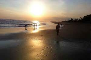 Bali Surf Guide:  Echo Beach Canggu Surf Spots One of the attractio...