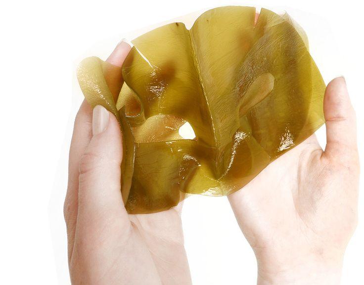 http://Afrodytee.Fgxpress.com  La maschera BeautyStrips™ parte da una genuina base di alga kelp pura e di origine naturale, la cui creazione richiede più di 1.300 ore di cura artigianale. Da sola, l'alga fornisce naturalmente i minerali e le sostanze nutritive necessarie per calmare, lisciare, nutrire e idratare la pelle. Nella combinazione con altri 31 ingredienti naturali