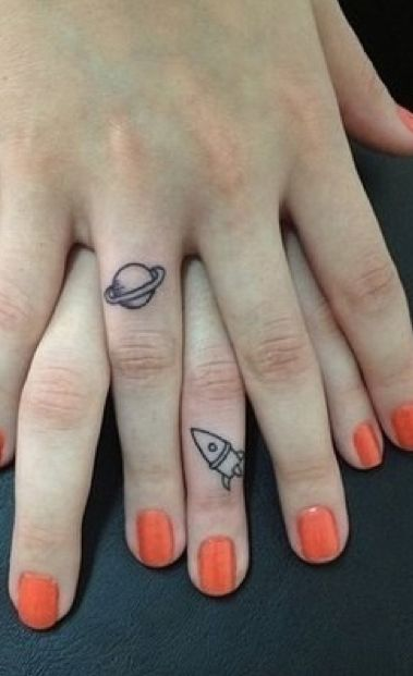 Mini Tatuajes - Tattoos (DRAFT) en dos manos de dos personas distintas seria mejor