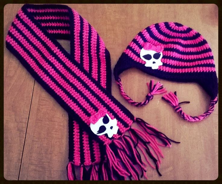 Yarn Bending: Monster High Themed Hat and Scarf, no pattern, but love the colors
