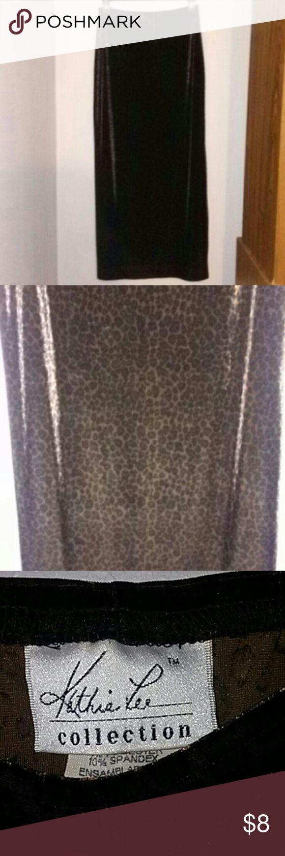 Kathie lee leopard print skirt Medium length, feels like velvet, leopard print Kathie Lee Skirts Midi