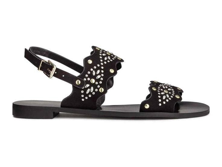 Sandales cloutées, H&M, 14,99 € au lieu de 29,99 €.