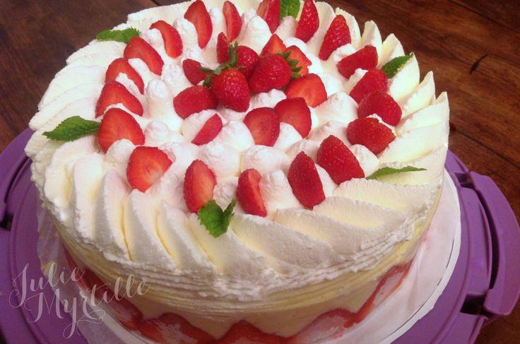 Pour un anniversaire familial, j'ai réalisé un fraisier à la crème diplomate, appelée également crème madame. C'est une variante plus légère en bouche que leFraisier Traditionnel, réalisé avec de la crème mousseline et surmontée d'un disque de pâte d'amande. La crème diplomate c'est de la crème pâtissière collée, allégée avec de la crème fouettée. Souhaitant...Read More »