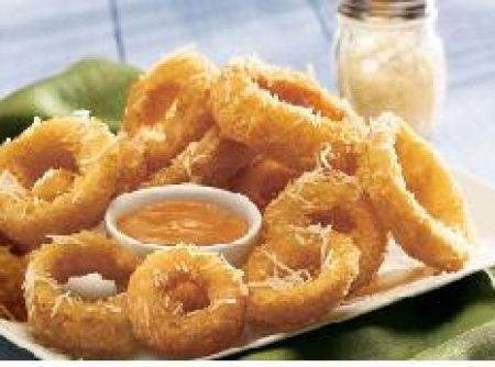 Anel de cebola frita - Veja mais em: http://www.cybercook.com.br/receita-de-anel-de-cebola-frita.html?codigo=91912