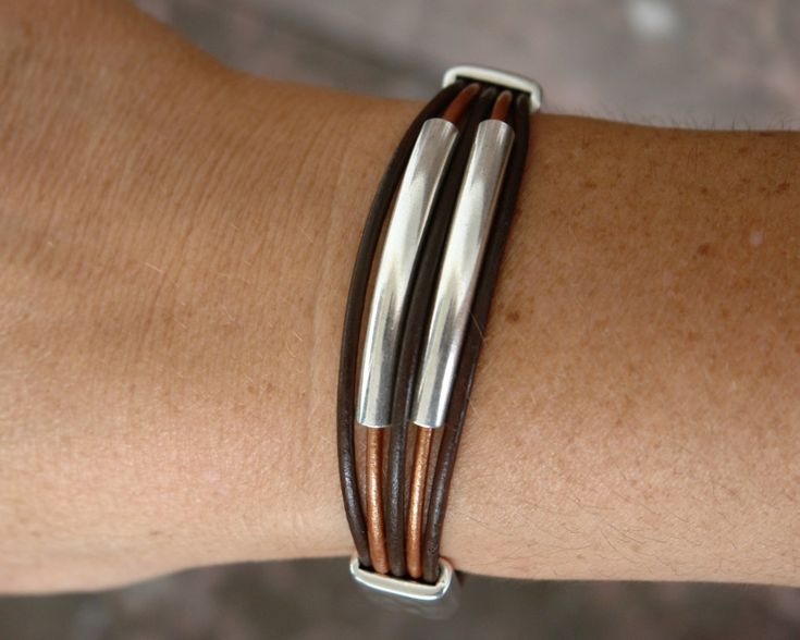 Brown leather bracelet with zamak clasp and zamak tubes and beads.