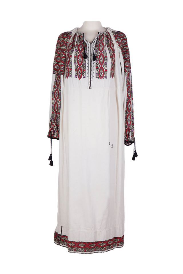 Vintage, handmade dress. It is a unique piece, entirely embroidered by hand with traditional Romanian motifs and colours. Dare and be unique with it! #florideie #fashion #style #traditional #motifs #romania #design #unique #colorful #brand