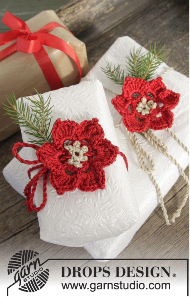 """DROPS Jul: Hæklet DROPS blomst i """"Cotton Viscose"""" og """"Glitter"""" Klik her for at se og printe opskriften.  Det skal du bruge: Garn: Cotton Viscose 05 RødCotton V"""