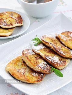 Placki jogurtowe z bananami są smaczne, szybkie w przygotowaniu i lubiane przez dzieci, to wymarzony przepis na śniadanie i podwieczorek.