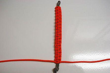 How to make survival braceletsBracelets Tutorials, Bracelets Mi, Paracord Bracelets, Backpacks Magazines, Dogs Collars, Survival Bracelets, Bracelets Diy, Knot, Paracord Survival