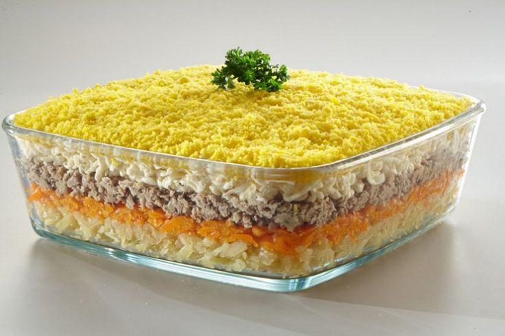 Даже проверенные временем вкусные рецепты салатов приобретают новое звучание благодаря плавленому сыру. Салаты с плавленым сыром отличаются своей легкостью и питательностью одновременно. Мы расскажем вам, как приготовить салат Мимоза и придать привычному блюду настоящую сливочную нежность. Источник:http://shostkasyr.com/