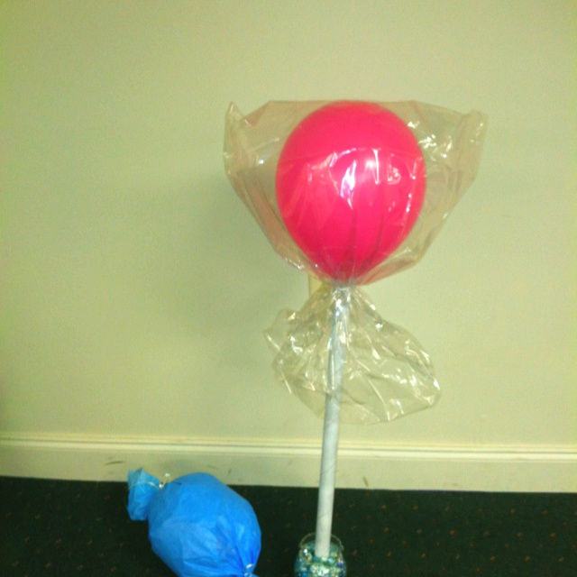 Balloon Wrapped In Tissue Paper Tied With Ribbon To Make -3366