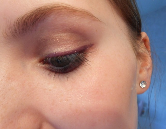 #7608 Plum Passion http://eyeslipsface.nl/product-beauty/shimmer-eyeliner-potlood