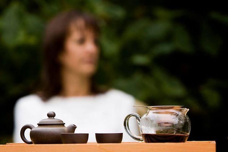 """Szervusz+Kedves+GondolatOlvasó! Ha+elolvastad+a+RÓLAM+szóló+bejegyzést,+akkor+tudod,+hogy+a+teák+világa+érdekel.+Leírhatnám+saját+szavakkal,+hogy+mit+jelent+nekem+a+tea,+de+Kosztolányi+Dezső+nálam+sokkal+szebben+megfogalmazta. """"A+hangulatok+egész+skáláját+tudom+vele+kifejezni.+Az,+aki+ügyes…"""
