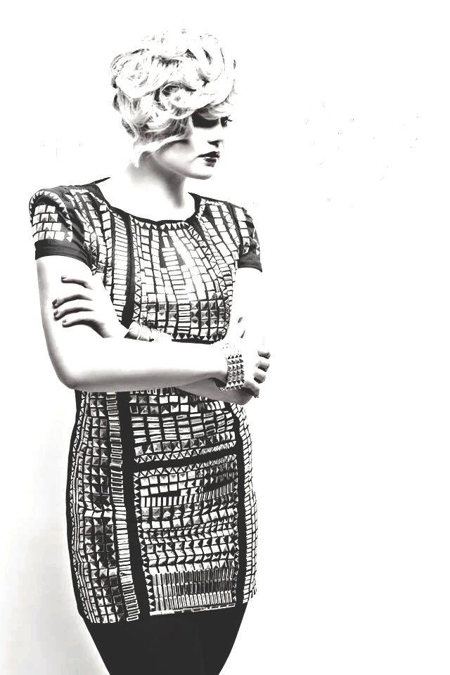 VIP look photographer Lenka Hatašová  singer Veronika Stýblová dress BLACK GABLE www.blackgable.com