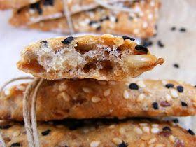Hihetetlen finomak, sokféleképpen fogyaszthatók, a sok-sok maggal sült (nem édes) kekszek.             Lehet, egy szelet sajttal, almá...
