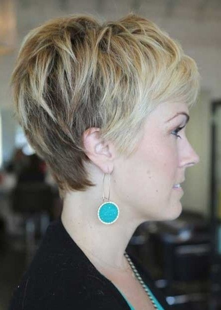 pictures of layered pixie haircuts   Side View of Layered Pixie Cut: Cute Pixie Haircut with Bangs