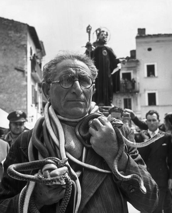 #Cocullo #Abruzzo #Italy #1951 - Photo by David Seymour - Magnum Photos…