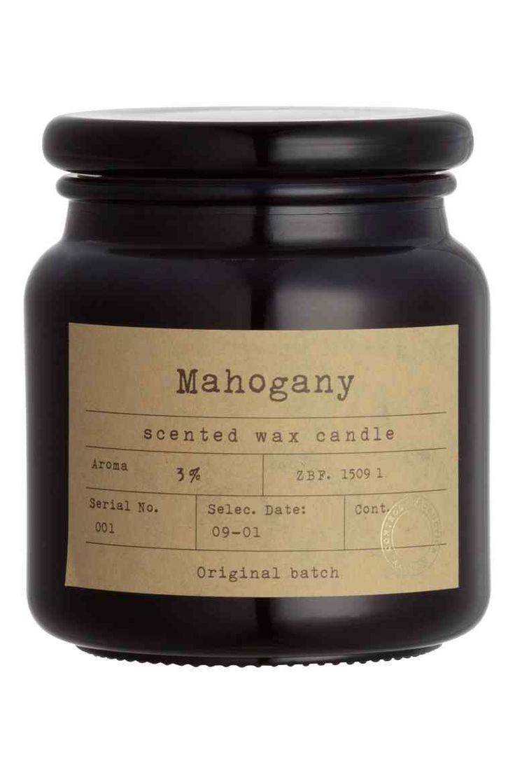 H&M Home A/H 2015/16 - Bougie parfumée: Grande bougie parfumée dans un contenant en verre avec étiquette et couvercle. Hauteur 11 cm, diamètre à la base 10 cm. Durée de combustion 50 heures.