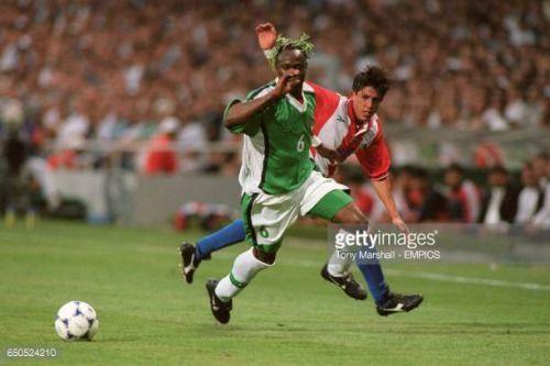 04-04 Nigeria's Taribo West (left) and Paraguay's... #brizuela: 04-04 Nigeria's Taribo West (left) and Paraguay's Hugo Brizuela… #brizuela