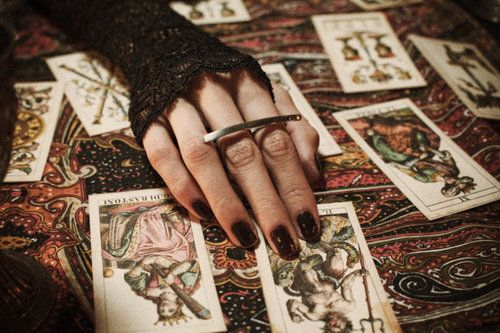 read tarot for others