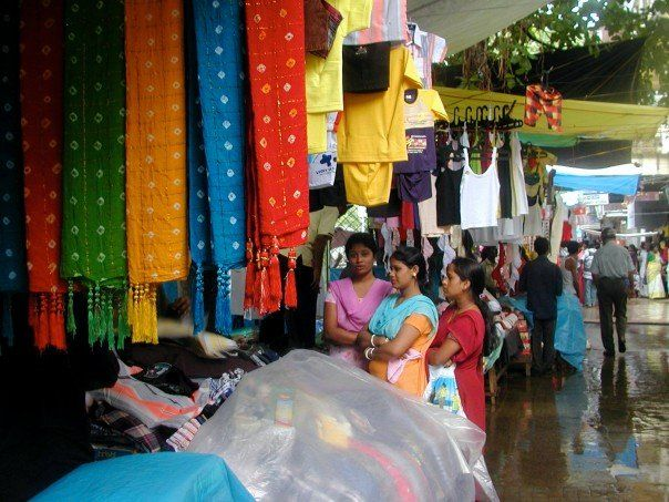 Flea Market hunting while munching on local Street Food   Padhaaro