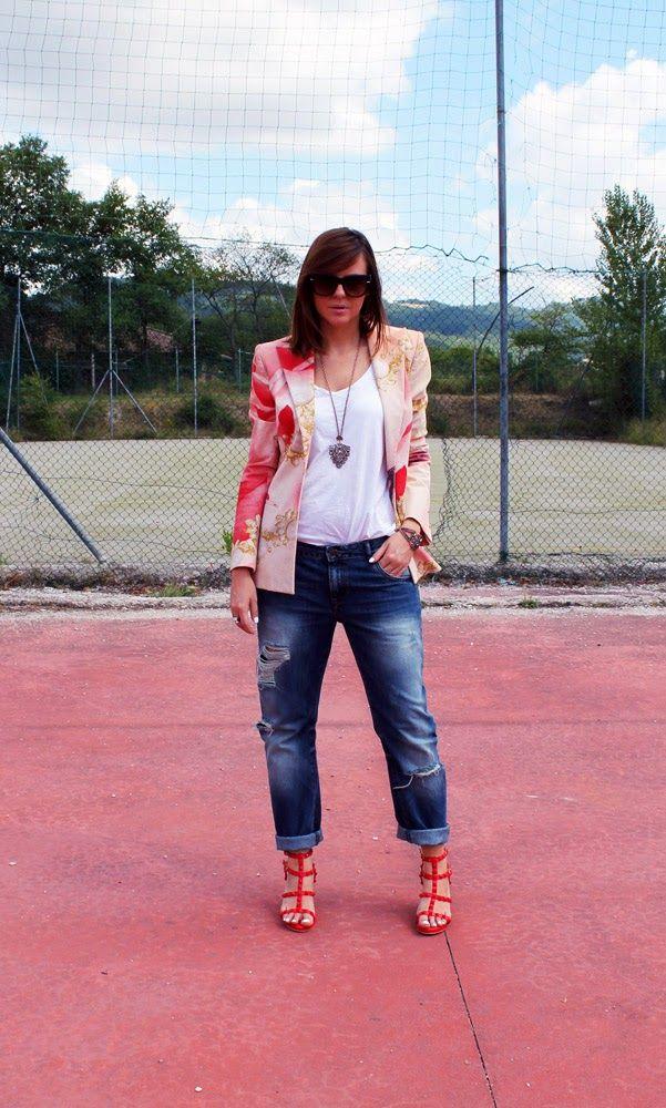 Amemipiacecosi Fashion Blog: Outfit: Giacca Cavalli, boyfriend jeans e sandali rossi con borchie