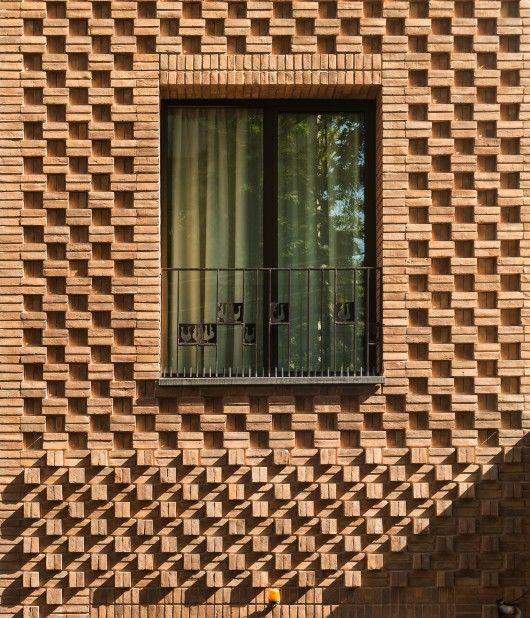 Fachada de ladrillo caravista en vivienda en Irán