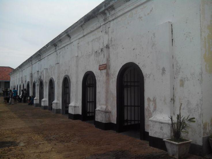 ruang tahanan / ineterograsi benteng fort marlboroung kota bengkulu