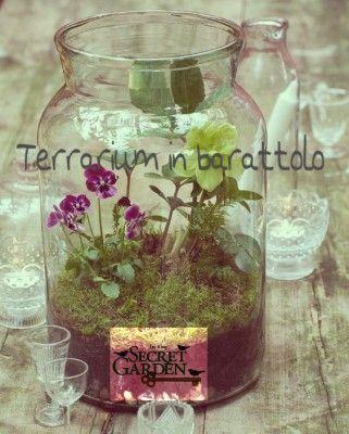 """I Terrari sono un bel modo per creare piccoli giardini all'interno della casa, e sono spesso utilizzati per far crescere piante grasse e felci. Realizzarne uno in un vaso di vetro o meglio in un barattolo riciclato, è il modo migliore per portare colore e bellezza nelle vostre case. Avrete bisogno di: vaso di vetro … Leggi tutto """"Terrarium in barattolo"""""""