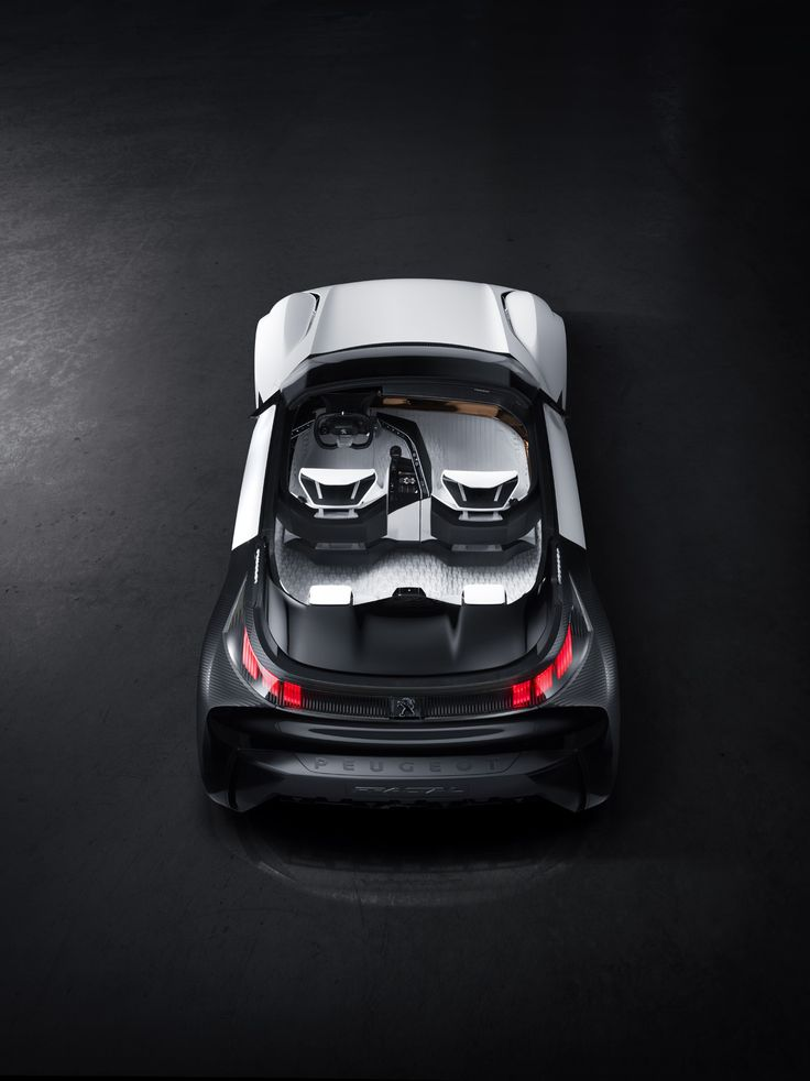 The already-low noise levels achieved by the Peugeot Fractal's electric drive system are further improved by the Tall&Narrow tyres, with their narrow tread, meaning it's the perfect car for modern city living.