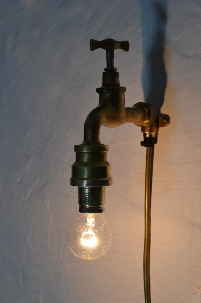Designer Wandlampe aus recycelten Wasserhahn von Lampen.KO.Design mehr Infos unter http://industrial-ko-design.blogspot.de/