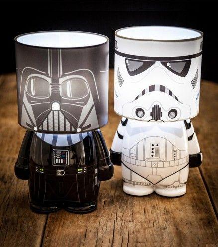 Illuminez le côté sombre de votre chambre avec une lumière apaisante. Stormtrooper et Dark Vador vous feront passer du côté obscur de la force.