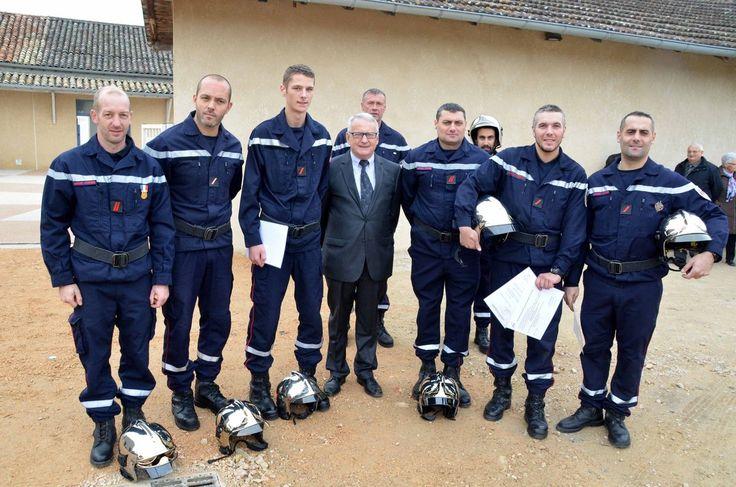 Cérémonie du 11 novembre : Six pompiers d'Ozan ont reçu galons et diplômes.