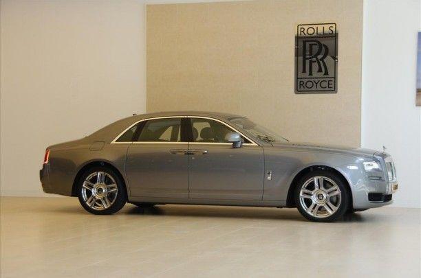 biedt u deze Rolls-Royce GHOST SERIES II aan. Deze Ghost volgt daarmee de zeer succesvolle Ghost serie I op. Door wijzigingen in zowel interieur als exterieur wordt het ultieme Rolls-Royce gevoel wederom naar een hoger niveau gebracht.