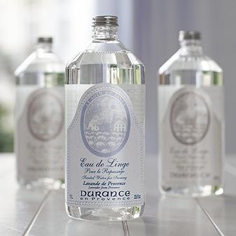 Besonders das Lavendel-Bügelwasser liebe ich, ein Traum wie es beim Bügeln und die Wäsche danach duftet. Da ist das Bügeln nur noch halb so schlimm ;-)