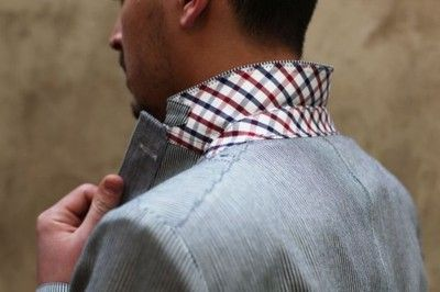 Contrasting collar liner