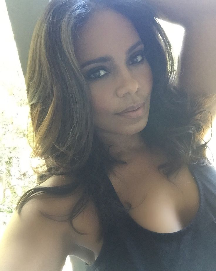 Sanaa Lathan selfies